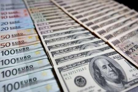 Доллар упал до трехгодичного минимума